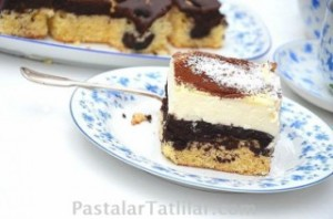 İki Renk Vişneli Pasta